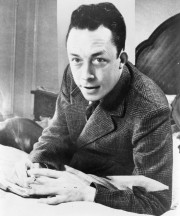 Albert Camus, gagnant de prix Nobel Photograph by United Press International Licensed under Public Domain via Wikimedia Commons