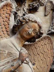 statue représentant un ange souriant http://www.flickr.com/photos/8545333@N07/2674149375