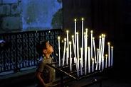 cierges dans une église catholique romaine - http://www.flickr.com/photos/37149125@N04/5637079941