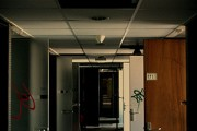 couloir d'hôpital - http://www.flickr.com/photos/34992495@N04/3647710083 Found on flickrcc.net