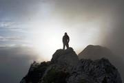 homme sur une montagne - http://www.flickr.com/photos/22294215@N06/9432702364 Found on flickrcc.net