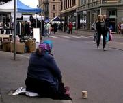 mendiante dans la rue - http://www.flickr.com/photos/91731765@N00/485155522 Found on flickrcc.net