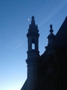 Lune et les toits de l'Oratoire