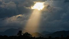 rayon de lumière dans les nuages - http://www.flickr.com/photos/34120957@N04/7908717282 Found on flickrcc.net