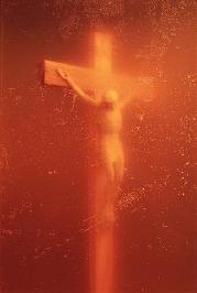 "immersion d'un crucifix dans de l'urine ""Piss Christ"" d'Andres Serrano"