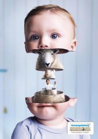 montage photo avec une tête d'enfant, un mouton et un scientifique